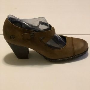 Born Ankle Booties Size10 Leather Slip On